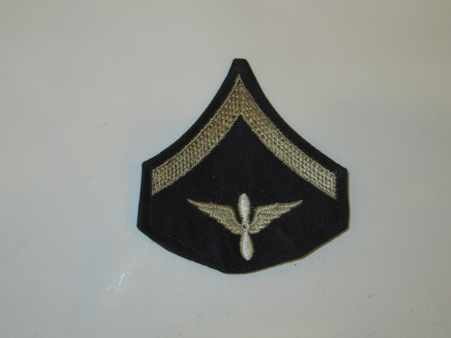 CHEVRON, PRIVATE FIRST CLASS, AIR CORPS, SILVER ON BLACK, WWII - Click Image to Close