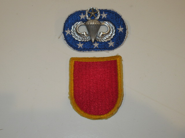 FLASH, OVAL, AND JUMP WINGS, 11TH FIELD ARTILLERY, 4TH BN., - Click Image to Close